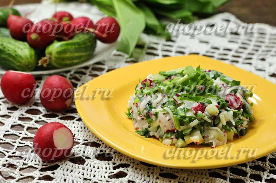 Салат из черемши с редисом и огурцами